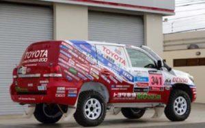 KYB a tým Toyoty na Dakaru