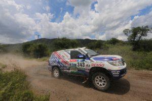 KYB a závodní tým Toyota Auto Body sklízí úspěchy na Dakaru