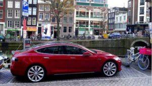 Přestanou se v Holandsku prodávat auta na benzín a naftu?