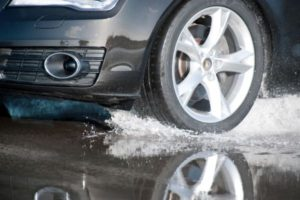 Kto ešte neprezul na letné pneumatiky, kvôli bezpečnosti by tak mal urobiť čo najskôr
