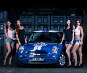 Kalendár APM Automotive 2017 - Girls: In Stock