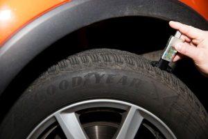 """Slovenskí vodiči s prezúvaním pneumatík problém nemajú, využívajú ich však """"na doraz"""""""