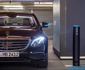 Parkovanie bez vodiča predvádzajú Bosch a Daimler v reálnych podmienkach