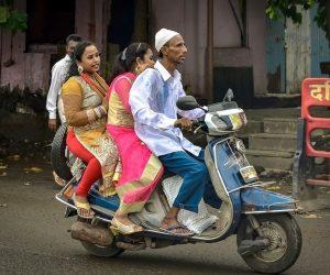 V Európe majú automobily zostať za hranicami miest, Ázia vsádza na lotériu a India zase na trojkolky