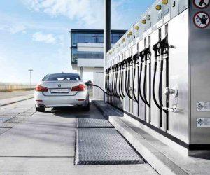 Uhlíkovo neutrálne automobily: syntetické palivá premieňajú CO2 na surovinu