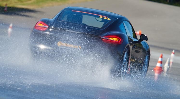 Continental aquaplaning Porsche