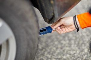 Na Slovensku jazdí, nelichotivo, päťkrát viac vodičov s hĺbkou dezénu pod 1,6 mm, ako v susednej Českej republike