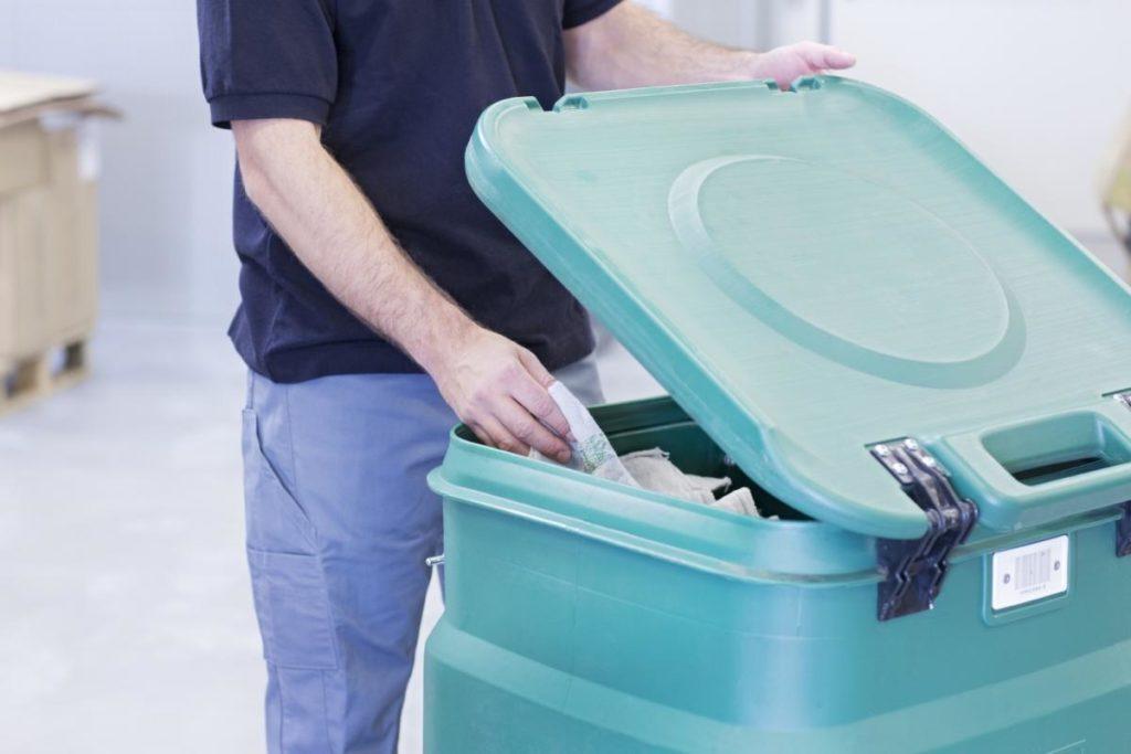 Utierky MEWA sa dodávajú a skladujú v špeciálnych kontajneroch