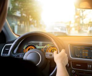 Nový senzor spoločnosti OSRAM zaisťuje vo dne aj v noci viditeľnosť automobilových displejov