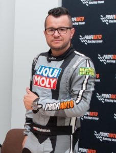 Vrchársky šampión Marek Rybníček pripravuje auto na novú sezónu