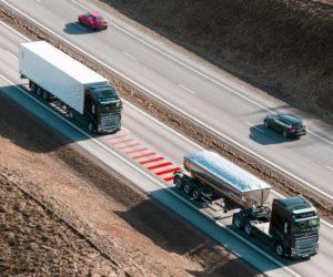 Nové riešenie bezpečnosti od Volvo Trucks pomáha vodičom udržiavať bezpečnú vzdialenosť medzi vozidlami