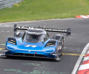Volkswagen s pneumatikami Bridgestone pokoril rekord Nürburgringu