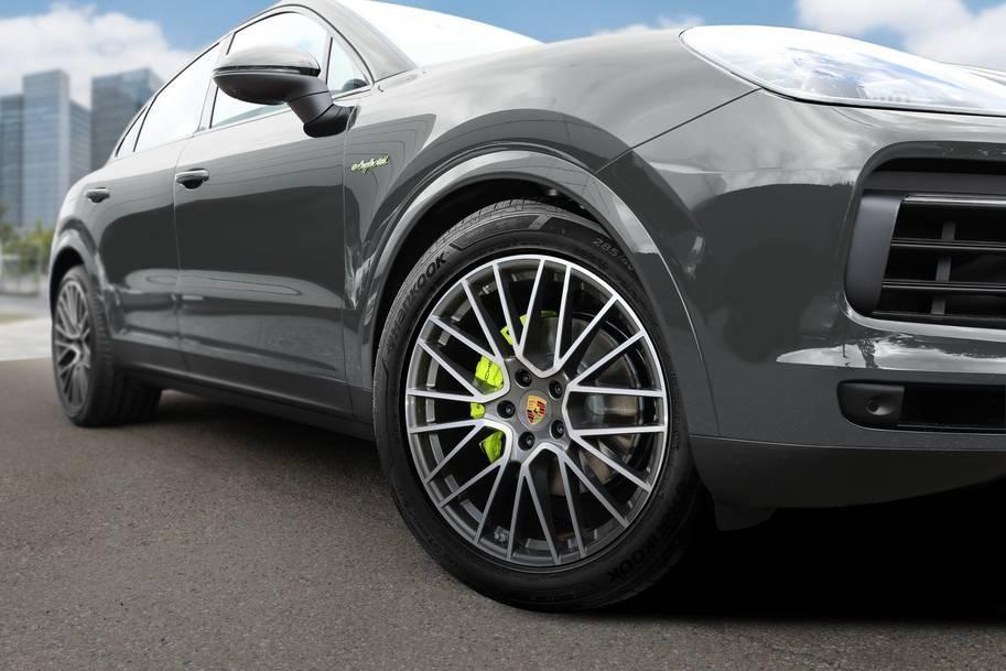 Hanook dodáva vysoko výkonné pneumatiky pre Porsche Cayenne