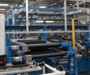 Koronavirus: Kdo uzavírá své továrny?