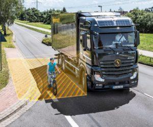 Asistent odbočování pro všechny nákladní automobily – Continental zvyšuje bezpečnost na silnicích pro chodce i cyklisty