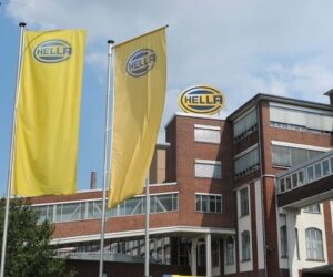 Společnost HELLA ve fiskálním roce 2019/2020 skončila v mínusu