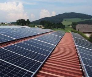 Fotovoltaika v autoservisu – oplatí se?