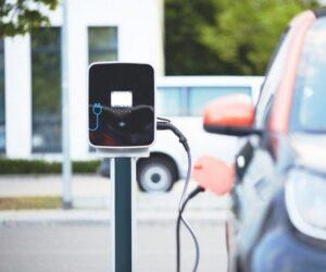 Kdo by se měl z automobilové branže bát elektromobility?