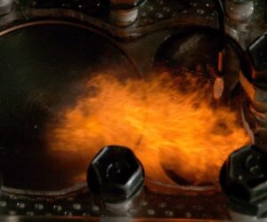 4 fáze spalovacího motoru skrz sklo