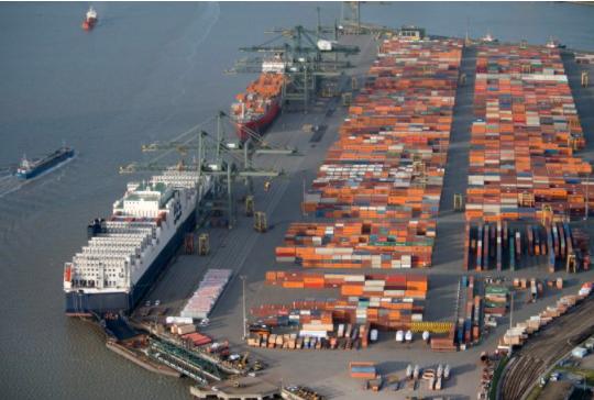 Čínský exportní přístav Yantian