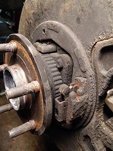 Výmena ložiska zadného kolesa Jeep