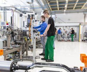 Schaeffler Kysuce rozvíja kvalifikáciu zamestnancov v smere e-mobility
